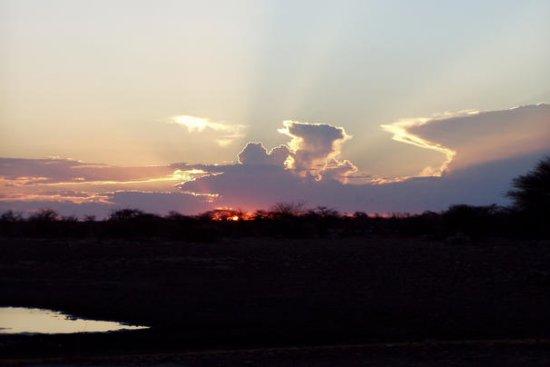 Foto Západ slunce v NP Etosha v kempu Namutoni